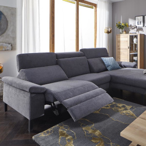 Dunkelgraues Stoffsofa mit toller Relaxfunktion