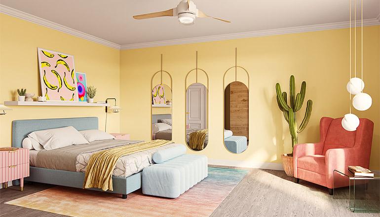 Hellblaues Boxspringbett in einem gelben Schlafzimmer mit einem pfirsichfarbenen Sessel