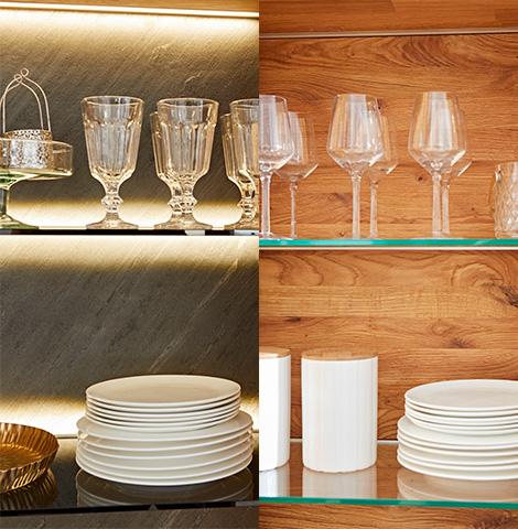 Teller und Gläser auf gläsernen Einlegeböden in einer Vitrine