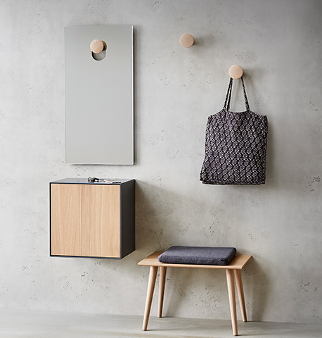 Garderobenkombination aus Holz im Skandi-Look