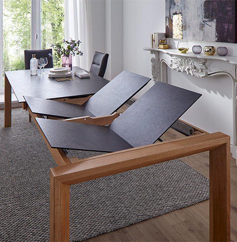 Esszimmertisch mit zwei Klappeinlagen zum Erweitern der Tischfläche