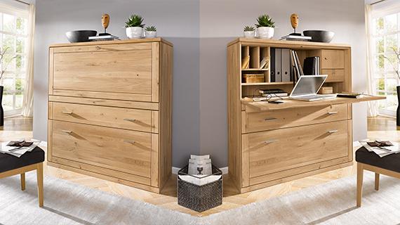 Zwei Bilder eines Sekretärs aus Massivholz: einmal mit eingeklappter und einmal mit ausgeklappter Arbeitsfläche