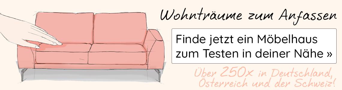 Rosafarbenes Sofa im Comic Stil neben den Worten Wohnträume zum Anfassen: Finde jetzt ein Möbelhaus in deiner Nähe