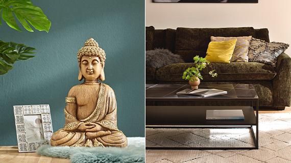 Gelber Buddha vor grüner Wand und ein dunkelgrünes Sofa mit sonnengelben Kissen