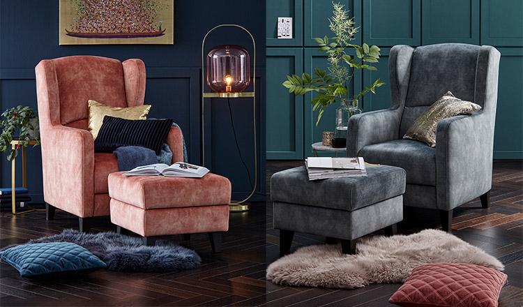 Zweimal der gleiche Sessel nur in unterschiedlichen Farben mit dem passenden Hocker