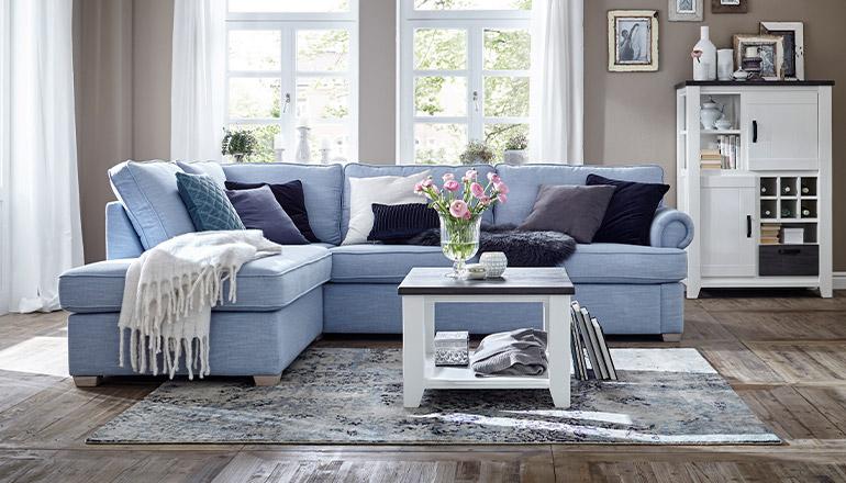 Hellblaues Sofa Brunswick von Lebensart.